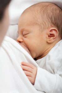 Relación entre la leche materna y la microbiota del niño - HeelProbiotcs - HeelEspaña