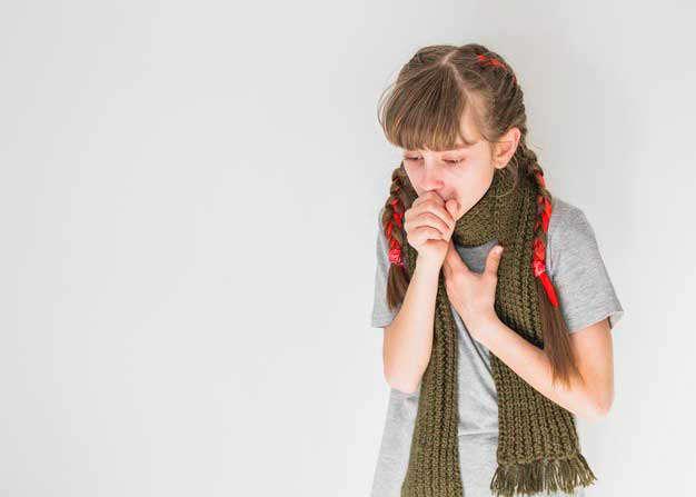 Manejo de la tos crónica en pediatría: nina enferma tosiendo - HeelEspaña