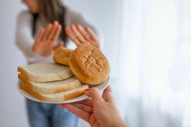Sensibilidad a los alimentos e hinchazón abdominal: joven sufre gluten - HeelEspaña