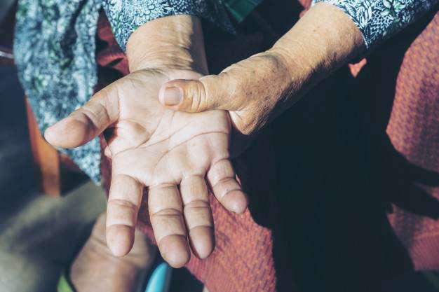 Las bacterias intestinales alteran la función intestinal y cerebral: parkinson mujer - HeelEspaña