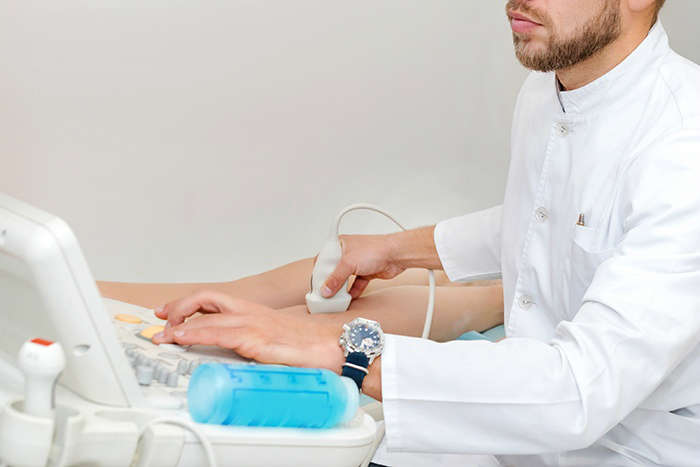 ¿Cómo se trata la insuficiencia venosa crónica?